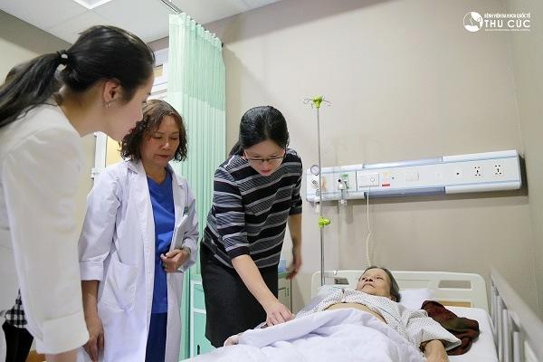 Tới bệnh viện Thu Cúc, người bệnh sẽ được điều trị trực tiếp với bác sĩ giỏi đến từ Singapore
