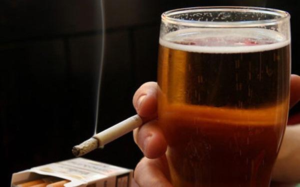 Thói quen hút thuốc lá và nghiện rượu làm gia tăng nguy cơ mắc ung thư vòm họng