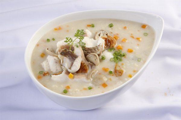 Những ngày đầu sau cắt amidan bệnh nhân nên ăn cháo, súp