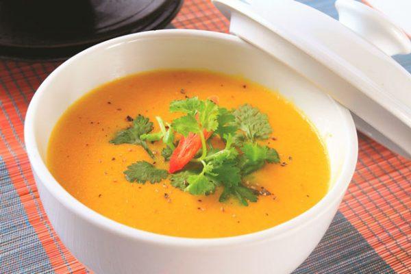 Thức ăn băm nhỏ chế biến dạng cháo súp khiến người bệnh dễ ăn hơn