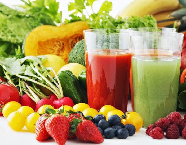 Nước ép hoa quả cung cấp nhiều loại vitamin và khoáng chất giúp vết mổ mau lành