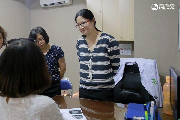 TS. BS See Hui Ti trực tiếp lên phác đồ điều trị cho bệnh nhân ung thư vú