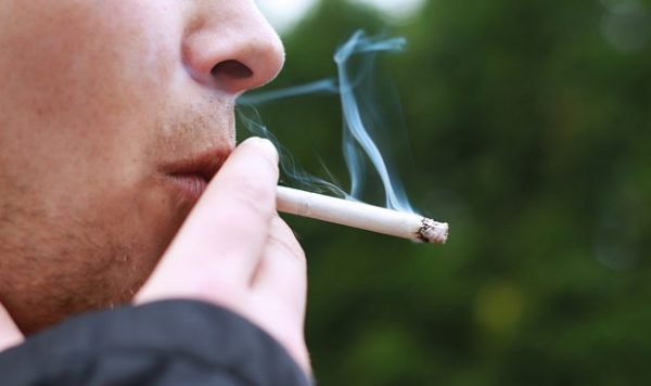 Những người nghiện thuốc lá có nguy cơ mắc ung thư phổi cao hơn những người bình thường