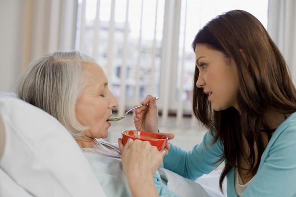 Người bệnh nên ăn những thực phẩm mềm, lỏng, dễ tiêu hóa