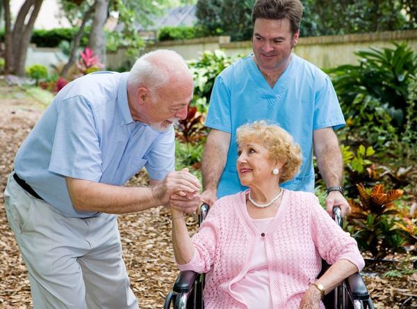 Khuyến khích người bệnh vận động, tạo tâm lý thoải mái, vui vẻ để người bệnh an tâm chữa trị