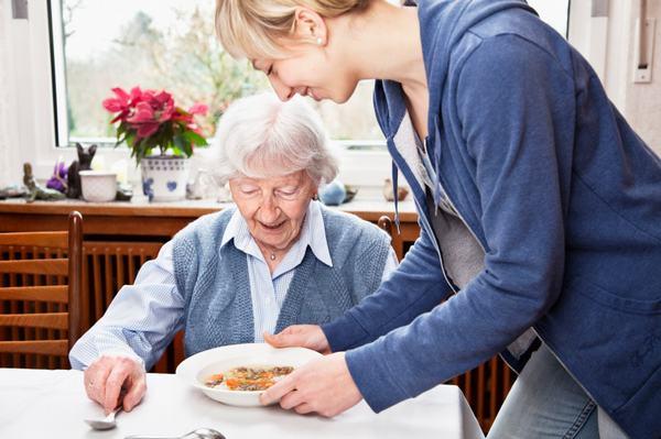 Chế độ dinh dưỡng của người bệnh cần đảm bảo đầy đủ dinh dưỡng sẽ giúp hồi phục nhanh tình trạng bệnh