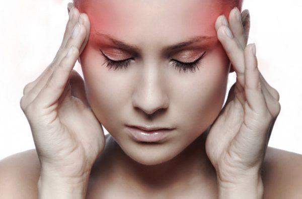 Bệnh nhân ung thư vòm họng giai đoạn 3 thường phải chịu những cơn đau đầu dữ dội