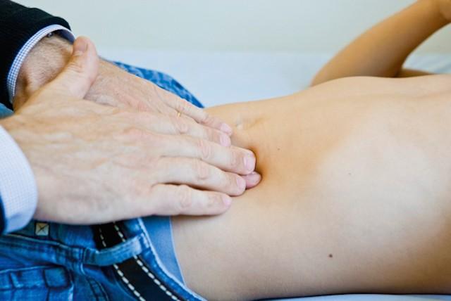 Người bệnh cần đi khám khi có dấu hiệu đau thượng vị bên trái
