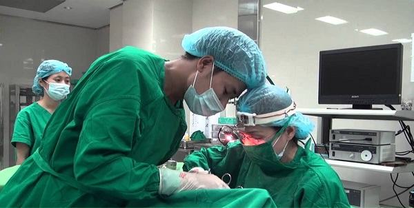 Phẫu thuật cắt amidan là phương pháp điều trị hiệu quả cho trường hợp viêm amidan mạn tính