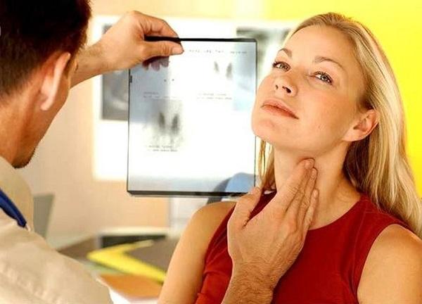 Bác sĩ sẽ căn cứ vào tình trạng và mức độ bệnh cụ thể của từng người và chỉ định phương pháp chữa trị phù hợp