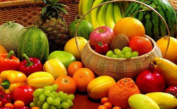 Người bệnh ung thư vú nên ăn nhiều loại củ quả có màu sắc như ớt đỏ, cam quýt, khoai lang, cà rốt, bí ngô, cà chua...