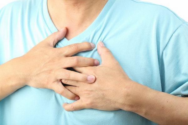Người bệnh bị tràn dịch màng phổi có thể do các nguyên nhân như mắc bệnh hệ thống, bị xơ gan hoặc nhiễm khuẩn màng phổi