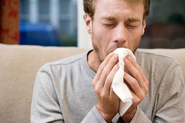 Khó thở, ho kéo dài, đau tức ngực... là những triệu chứng khi mắc bệnh xơ phổi thường gặp