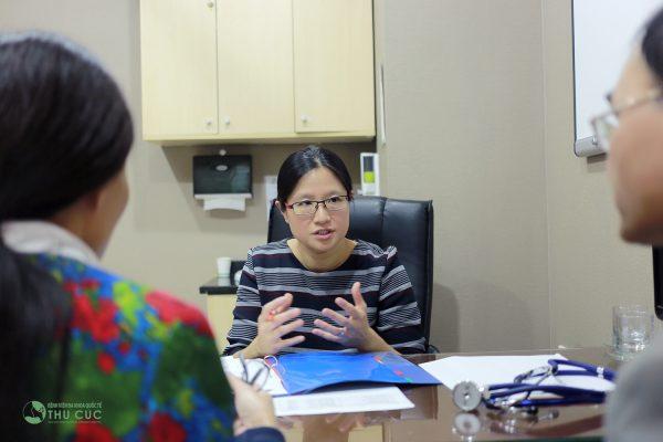 TS. BS See Hui Ti trực tiếp lên phác đồ điều trị cho bệnh nhân ung thư cổ tử cung