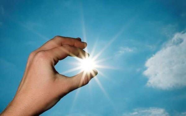 """Tia UV từ nắng mặt trời """"thủ phạm"""" gây ung thư da."""