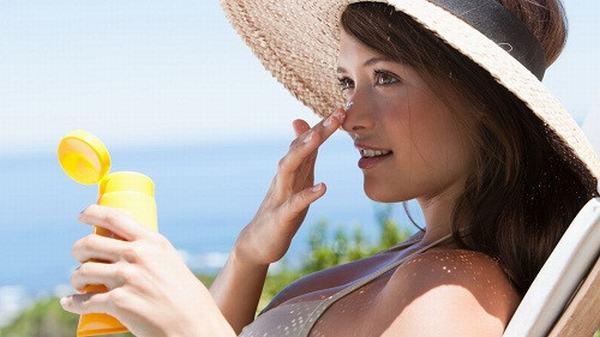 Bảo vệ da đúng cách cũng là biện pháp ngừa ung thư da hiệu quả.