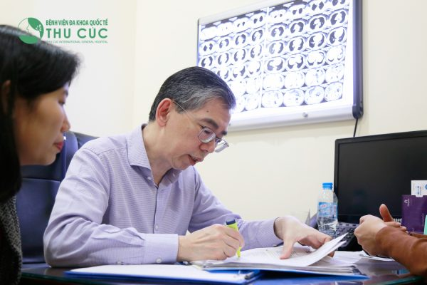 TS. BS Lim Hong Liang trực tiếp lên phác đồ điều trị cho bệnh nhân ung thư phổi