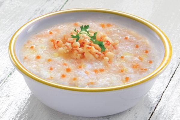 Người bệnh viêm amidan nên ăn những thực phẩm mềm, lỏng như cháo hoặc súp