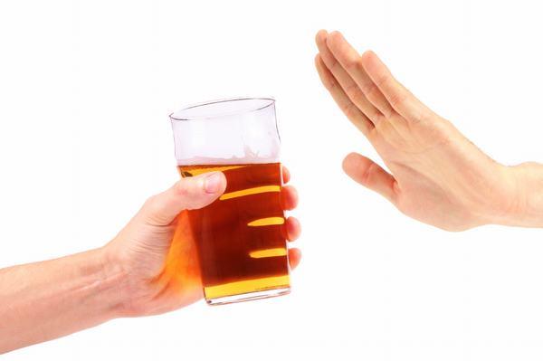 Người bệnh cần kiêng các thực phẩm cay nóng, đồ uống có cồn như rượu