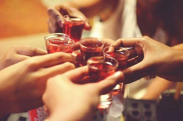 Bệnh nhân xơ gan cần tuyệt đối tránh rượu bia
