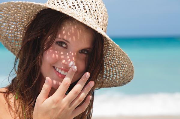 Trong khi điều trị ung thư da, người bệnh cần chú ý bảo vệ da khỏi nắng mặt trời để hạn chế nguy cơ tiến triển hoặc tái phát bệnh