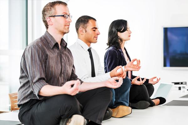 Yoga giúp giảm căng thẳng, mệt mỏi.
