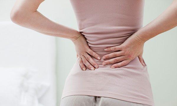 Đau bụng phần trên âm ỉ lan ra sau lưng có thể là dấu hiệu cảnh báo ung thư tuyến tụy