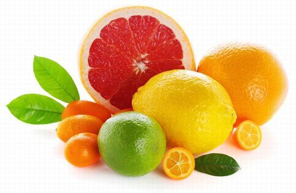 Người bệnh đau dạ dày không nên ăn những thực phẩm giàu axit như cam, chanh...