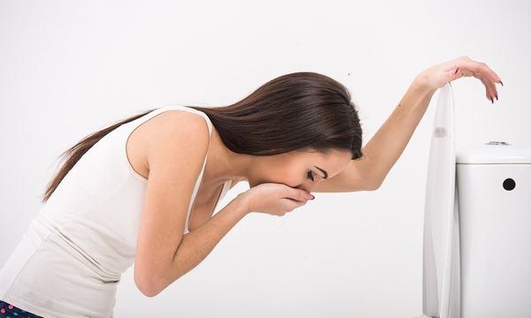 Người bệnh bị đau dạ dày có thể gặp phải tình trạng buồn nôn và nôn, suy nhược cơ thể