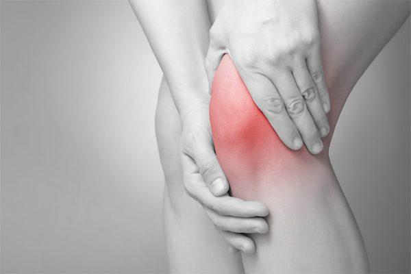 Bệnh nhân ung thư vú di căn xương khiến bệnh nhân cảm thấy đau xương, xương dễ gãy