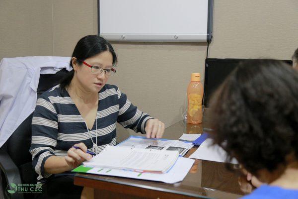 TS. BS See Hui Ti tư vấn điều trị ung thư tại Bệnh viện Thu Cúc