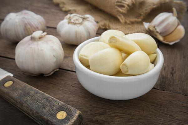 Tỏi có khả năng làm giảm cholesterol xấu bên trong cơ thể và chất béo trong gan.