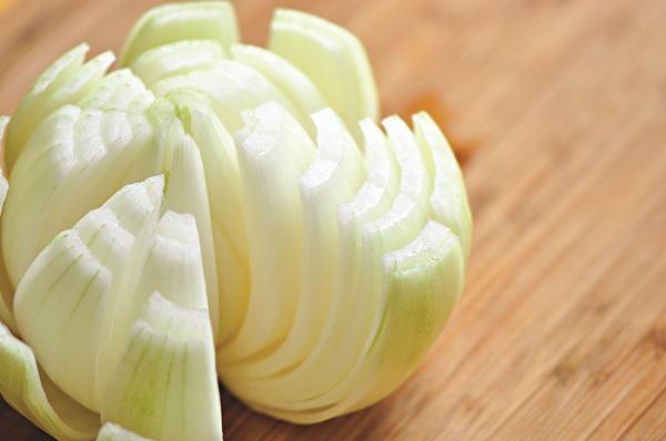 Hành tây có chứa một số chất dinh dưỡng giúp làm giảm chất béo trong gan và máu