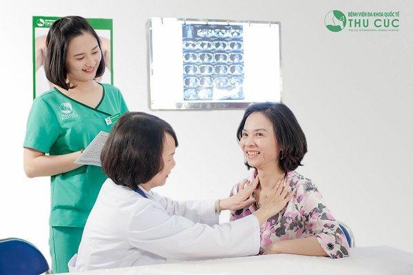 Bệnh viện Thu Cúc có đội ngũ bác sĩ chuyên môn giỏi trực tiếp thăm khám cho người bệnh