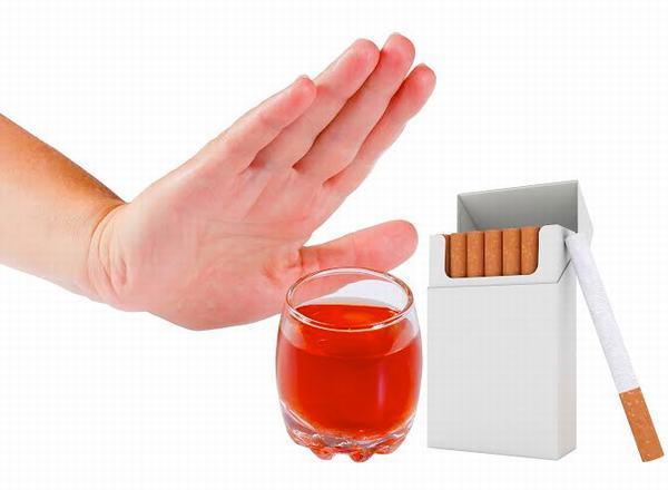 Người bệnh cũng cần tránh uống rượu bia và thuốc lá trong khi điều trị bệnh