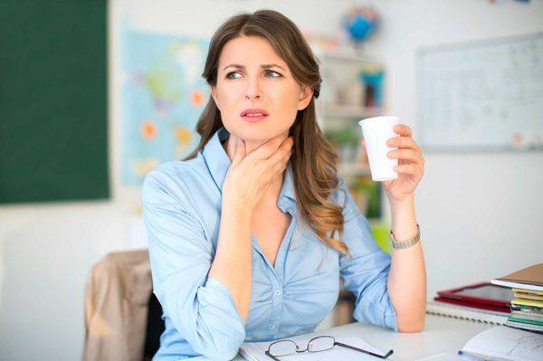 Những người có tần suất nói nhiều như giáo viên, MC, diễn giả, ca sĩ... thường gặp phải tình trạng khàn tiếng