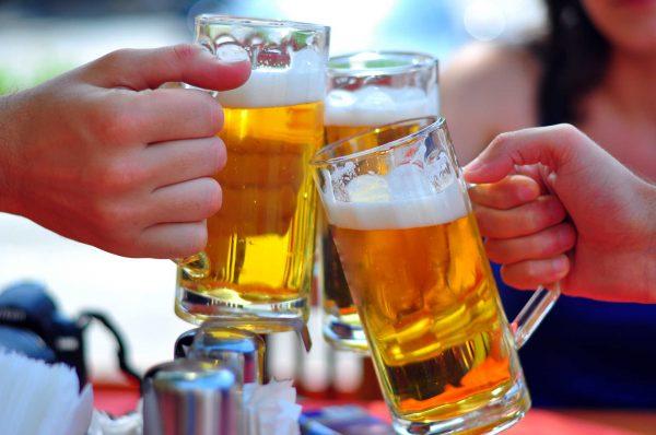 Lạm dụng rượu bia cũng là thói quen xấu tăng nguy cơ hình thành polyp dạ dày