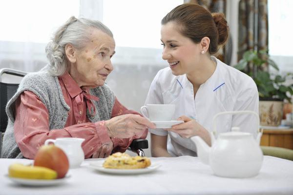 Người bệnh cần chú ý ăn chậm, nhai kỹ và nghỉ ngơi đúng cách sẽ giúp hồi phục sức khỏe
