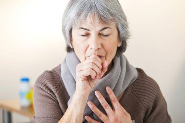 Ho là một trong những triệu chứng ung thư phế quản thường gặp