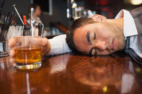 Rượu bia là một trong những nguyên nhân gây ra tình trạng xuất huyết dạ dày