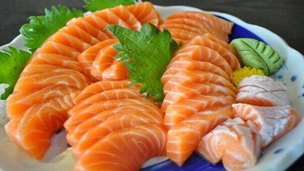 Ăn nhiều cá giúp tăng cường omega-3 giúp giảm viêm, tấy ở tiền liệt tuyến, ngăn ngừa u xơ tiền liệt tuyến phát triển trở lại.