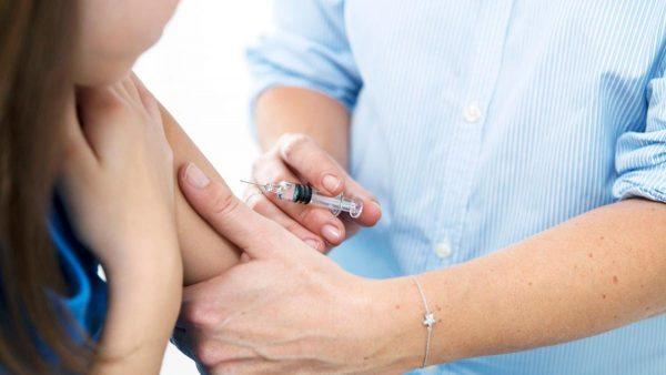Tiêm vắc xin phòng ngừa ung thư cổ tử cung