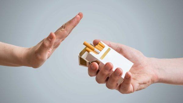 Bệnh nhân viêm họng hạt cần nói không với thuốc lá để tránh bệnh tiến triển xấu hơn hay tái phát