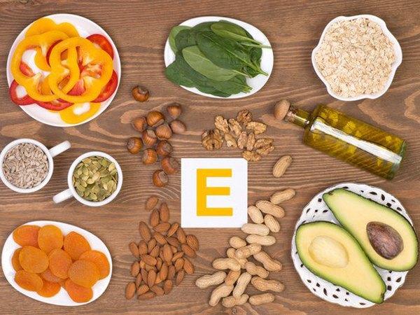 Vitamin E từ các loại thực phẩm giàu vitamin E như các loại trái cây mọng, ngũ cốc, ngô, các loại hạt có thể giúp làm giảm tới 42% nguy cơ ung thư bàng quang.