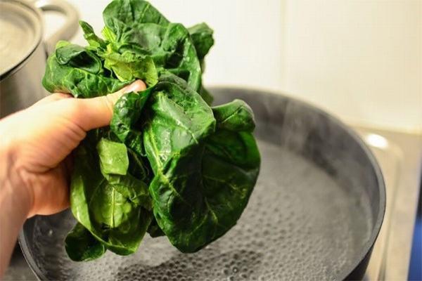 Người bệnh ung thư lưỡi nên bổ sung nhiều loại rau xanh sẽ rất có lợi cho đường tiêu hóa.