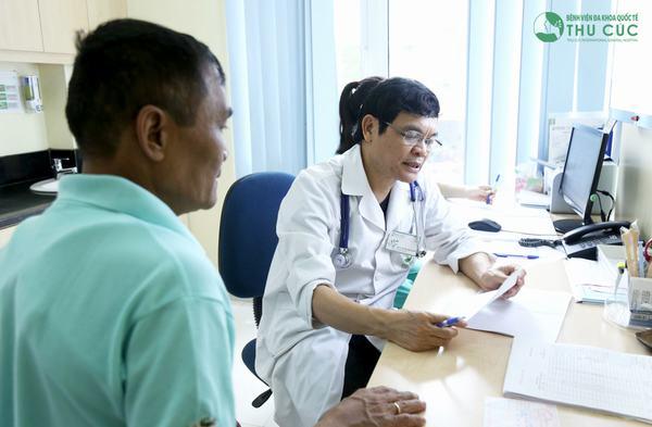 Người bệnh cần đi khám để bác sĩ tư vấn phương pháp điều trị phù hợp, hạn chế biến chứng của virut viêm gan C