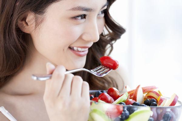 Thay đổi chế độ ăn uống và sinh hoạt hàng ngày cũng giúp cải thiện sớm tình trạng viêm đại tràng co thắt