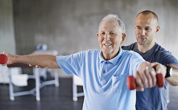 Người bệnh cần chú ý vận động nhẹ nhàng hàng ngày để hồi phục sớm bệnh