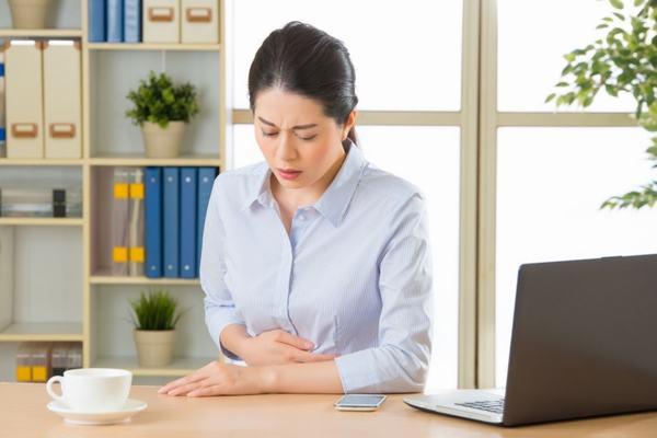 Thường xuyên căng thẳng, mệt mỏi, stress kéo dài cũng khiến bạn bị trướng bụng, khó chiụ