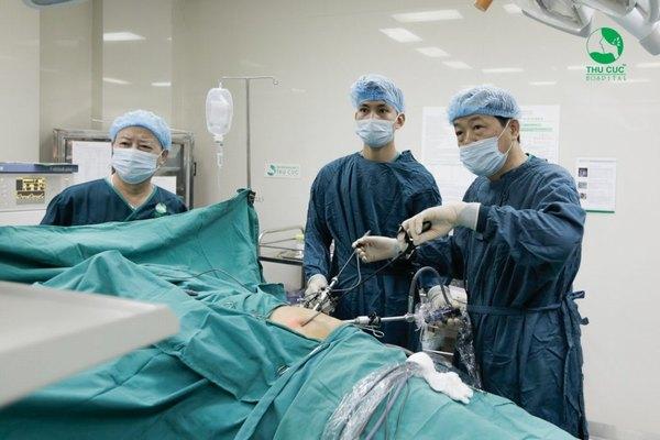 Bệnh viện Thu Cúc có đội ngũ bác sĩ giỏi sẽ giúp ca mổ sỏi thận diễn ra an toàn, nhanh chóng, hạn chế đau đớn